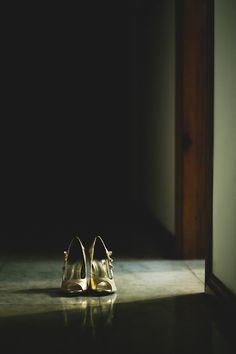 Casamento - Noiva - Bride - Sapato - Shoes - Luz e Sombra - Raoní Aguiar Fotografia