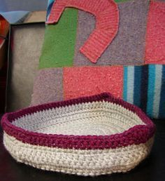 Crochet cat or small dog bed! Gotta try this pattern.