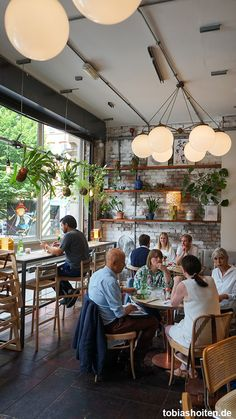 Manchester Food Guide: 5 chic cafes and restaurants - Tob-Manchester Food Guide: 5 schicke Cafés und Restaurants – Tobias Hoiten Manchester Food Guide: Evelyn's Cafe Bar - Coffee Bar Design, Coffee Shop Interior Design, Bar Interior, Restaurant Interior Design, Rustic Coffee Shop, Cozy Coffee Shop, Rustic Cafe, Coffee Shops, Decoration Restaurant