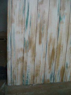 Tabla de mesa en verde , ocre y blanco decapado