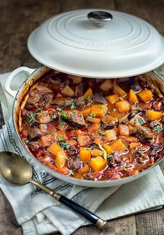 One Pot Vietnamese Beef Stew 31 One-Pot Dinners To Make Every Night In December One Pot Dinners, Dinners To Make, Cooker Recipes, Beef Recipes, Healthy Recipes, Beef Dishes, Soups And Stews, Beef Stews, Paella