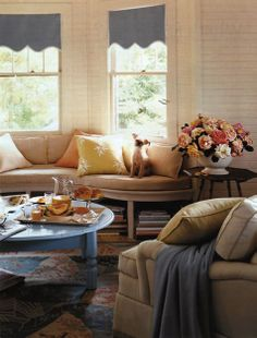 Curved window seat in bay - This is so cool!!!  Living room or master bedroom???