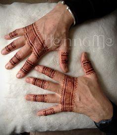 henna men's hands