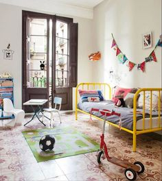 usame fence bed for kids (nice kids room ; Rooms Decoration, Room Decor, Casa Kids, Deco Kids, Yellow Bedding, Deco Design, Little Girl Rooms, Kid Spaces, Kids Decor
