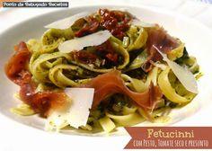 Ponto de Rebuçado Receitas: Fetucinni com pesto, tomate seco e presunto
