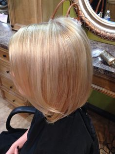 champagne gold base broken up with fine bright blonde highlights