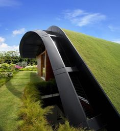 Architektur Green architecture from Singapore : Sky Garden House Green architecture from Singapore : Sky Garden House The post Green architecture from Singapore : Sky Garden House appeared first on Architektur. Facade Design, Roof Design, Green Architecture, Architecture Design, Metal Roof Installation, Small Office Decor, Fachada Colonial, Green Roof System, Green Facade