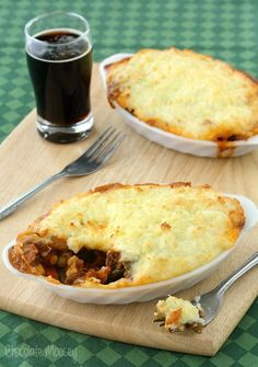 Guinness Shepherd& Pie is a comforting meat and potatoes dish made with stout beer. Although this version serves two people, it can easily be doubled. Irish Recipes, Beef Recipes, Cooking Recipes, Recipes For Two, Cooking Ideas, Cooking Bacon, Cooking Rice, Dinner For One, Cooking For One