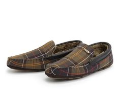 The Barbour Classic Monty Slippers make the perfect gift for the man in your life.  The driving soles of these slippers have been designed to be robust and durable whilst the faux fur inner lining is warm, soft and luxurious – designed to offer complete comfort. These will become your new best shoes during the winter period – and we absolutely love the Barbour Classic Tartan outer – it gives them real style.