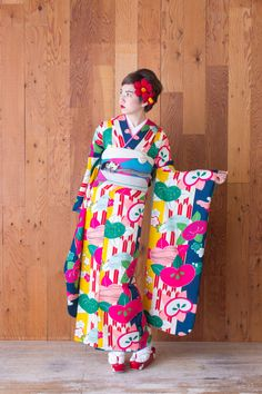 modern antenna - I normally try to stop to noon furisode kimonos, but this one is too gorgeous to pass up.