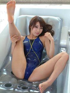 AV女優 あやみ旬果ちゃんのピチピチな競泳水着で強調されたパーフェクトボディがエロい画像の記事画像37