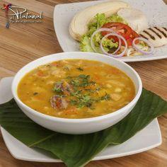 En #ElPlatanal nos caracterizamos por la gastronomía criolla y te ofrecemos los mejores platos antioqueños como el tradicional Típico Platanal, un delicioso mondongo, o los sudaos de la abuela ¡Es hora de almorzar!