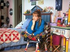 The Architects of On-Screen Style: Melissa Joan Hart as Clarissa Darling on 'Clarissa Explains It All' Clarissa Explains It All, 90s Pop Culture, Melissa Joan Hart, 90s Girl, Afraid Of The Dark, Stars Then And Now, Awesome Bedrooms, Coolest Bedrooms, Baby Girl Names