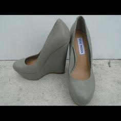 STEVE MADDEN GRAY WEDGES We love OFFERS! Steve Madden Shoes