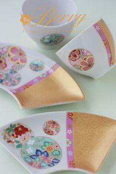 素敵!!!母の日の贈り物に作られました♪|大阪堺市ポーセラーツとプリザーブドフラワー「BERRY」主宰 こおりみゆきの薔薇色の暮らし Ceramic Tableware, Porcelain Ceramics, China Porcelain, Ceramic Pottery, Tea Cup Saucer, Tea Cups, Japanese Porcelain, China Painting, Ceramic Design