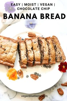 The Best Chocolate Chip Vegan Banana Bread This easy vegan banana bread is moist and perfectly delicate! With the added chocolate chips, it is truly the best! Moderately healthy, this is a recipe worth indulging for! Vegan Carrot Cakes, Vegan Banana Bread, Vegan Blueberry, Chocolate Chip Banana Bread, Vegan Chocolate, Blueberry Farm, Chocolate Chips, Vegan Bread, Vegan Dessert Recipes