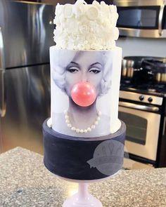 #cake #cakestagram #cakesofinstagram #instacake #marilynmonroe #marilyn #bubblegum #creative #fun #whimsical #birthday #girly #celebrate
