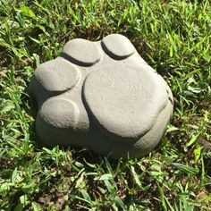 Stepping Stone Mold for Dog or Cat Simple and easy to use Garden stone mold that is used to make a Dog paw stepping stone for your garden or home and will be shipped with printed instructions on how to use it. Cat Paws, Dog Cat, Stepping Stone Molds, Pet Memorial Stones, Cat Paw Print, Diy Garden Projects, Diy Molding, Dogs And Puppies, Doggies