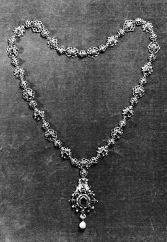 Necklace or girdle, Italian or Spanish, second half of the 16th century (Walter's Museum of Arts, Baltimore)