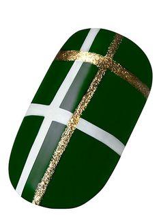 : Punk-ish Plaid Accent Nail: Paint nails a rich green. Using nail-art pens or s. - : Punk-ish Plaid Accent Nail: Paint nails a rich green. Using nail-art pens or s… – : Punk-ish - Plaid Nail Art, Plaid Nails, Holiday Nails, Christmas Nails, Green Christmas, Packer Nails, St Patricks Day Nails, Nail Art Pen, Line Nail Art