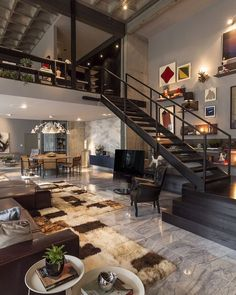 Множество различных дизайнерских элементов декора великолепно гармонирую с общим интерьером в стиле лофт