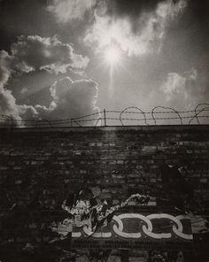 Berlin Wall posters peeling | Flip Schulke