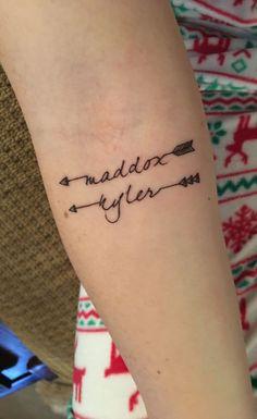 10 Gorgeous Tattoo Ideas For Kids Names tattoo namen namendesigns und ideen tatt - Kids Names - Ideas fo Kids Names - 10 Gorgeous Tattoo Ideas For Kids Names tattoo namen namendesigns und ideen tattoos arrow tattoo and 2 Sons Name Tattoos, Daughters Name Tattoo, Name Tattoos For Moms, Baby Name Tattoos, Tattoos With Kids Names, Tattoo For Son, Boy Tattoos, Trendy Tattoos, Unique Tattoos