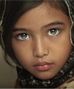 gorgeous eyes, lovely child