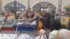 Флешмоб  в Одессе 9 я симфония Бетховена на  Привозе