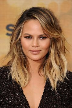 5 Haircuts That Will Look Fantastic on Round Faces Fat Face Haircuts, Hairstyles For Fat Faces, Haircuts For Fine Hair, Haircut For Thick Hair, Cool Hairstyles, Haircut Medium, Pixie Haircuts, Haircut For Round Face Shape, Short Haircuts For Round Faces