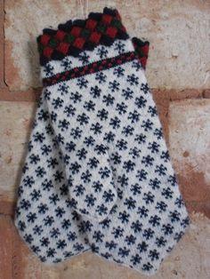 Estonian Paistu mittens with beautiful entrelac cuff