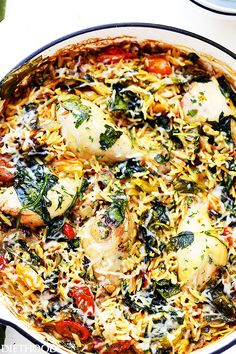 One Pot Chicken and Orzo with Spinach and Tomatoes - Loaded with flavors and texture, this is a super delicious and very easy one pot meal that everyone will love!