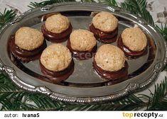 Plněné kokosky máčené v čokoládě recept - TopRecepty.cz Christmas Candy, Christmas Baking, Christmas Cookies, Slovak Recipes, Czech Recipes, Czech Desserts, Mini Cheesecakes, Afternoon Tea, Nutella