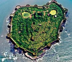 Fort of Murud Janjira . In Century Maratha Peshwa Baji Rao Conquered It From Siddi Dynasty Indian Pictures, Rare Pictures, Places To Travel, Places To Visit, Wooden Island, Great King, Forts, Picture Collection, Something Beautiful