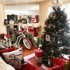 Well what do ya know!? Santa came by on his Venom cruiser? Or was it @prettypppp ? When it comes to Christmas you def gotta look sharp! Get Your Xmas Mad bike at www.madbicycles.com MERRY CHRISTMAS !!! #merrychristmas #xmas #santa #elf #presents #gift #xmastree #merry #red #custom #bicycle #bikelife #madbicycles #christmas