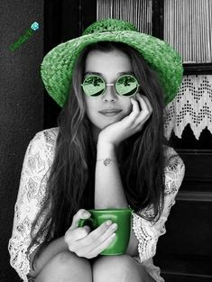 Best Fashion Photography Black And White Ray Bans Ideas Black And White Portraits, Black White Photos, Black And White Colour, Splash Photography, Fashion Photography, Eye Photography, White Ray Bans, Happiness Therapy, Color Splash