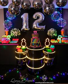 Teen party with neon decoration! Learn how to organize your children's party . 13th Birthday Parties, Birthday Party For Teens, Sleepover Party, 12th Birthday, Birthday Party Themes, Neon Birthday Cakes, Sleepover Activities, Spa Party, Glow In Dark Party