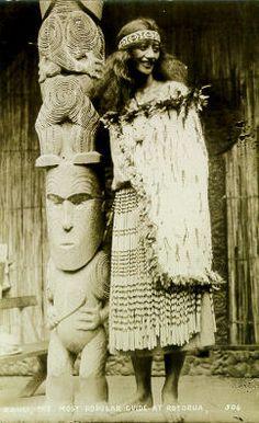 Maori Guide - Rangi Aboriginal Culture, Aboriginal People, Polynesian People, Maori People, Maori Designs, Nz Art, Maori Art, Historical Pictures, Ancient Civilizations