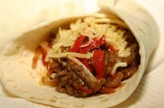 De wraps met gehakt en champignons zitten bordevol met groenten. Je kunt zelf een saus kiezen, zodat de wraps nog beter zullen smaken. Bekijk het recept!