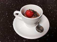 Suklaamoussea espressokupissa