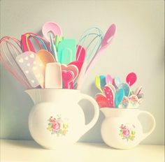 Girly kitchen utensils from Coco Rose Diaries ♥ They tend to inspire a little helper to stay & enjoy the experience.