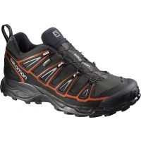 Pantofi de trekking pentru bărbați X-Ultra 2 GTX, cu aspect inovat, mai elegant și cu multe detalii sport. Oferă stabilitate, protejează de vremea nefavorabilă și dispun de talpă care oferă aderență maximă. Sunt adecvați pentru teren ușor accidentat. Tehnologia utilizată Advanced Chassis oferă stabilitate, amortizare și confort la fiecare pas. Limba este concepută special pentru a împiedica pătrunderea pietricelelor și murdăriei în interior. Consolidarea din cauciuc, plasată în zona…
