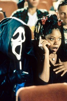 Less than a week away from one of our favorite holidays and we can't wait! This Halloween you'll want to catch at least one of these 5 nightmare-inducing marathons to get you in the spirit. The Best Films, Iconic Movies, Classic Horror Movies, Film Aesthetic, Retro Aesthetic, Scary Movie 1, Regina Hall Scary Movie, Desenho Scooby Doo, Movie Posters