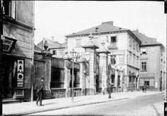 Ul. Podwale - fragment z bramą przed pałacem Dyzmańskich, 1912-1915  Zdzisław Marcinkowski AP Warszawa