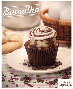 Massa de baunilha com recheio de creme de baunilha e casquinha de fondant chocolate.