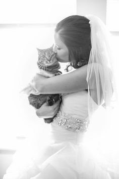 Getting ready wedding photos with your pet 1 / http://www.deerpearlflowers.com/getting-ready-wedding-photography-ideas/3/