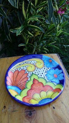 Talavera Pottery, Ceramic Pottery, Ceramic Painting, Ceramic Art, Pottery Store, Pottery Painting Designs, Painted Plates, Plate Art, Flower Plates