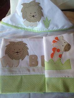 Kit de toalha com capuz e fraldas. Atelie Arte no Pano