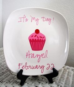 Special cake plate for the birthday person! I think I might make these for the kids!