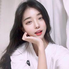 """홍민하 & 멜팅코코 🎃 di Instagram """"냐아 ~ 뭐해요 다들 💕"""" Korean Beauty Girls, Cute Korean Girl, Asian Beauty, Korean Ulzzang, Ulzzang Boy, Beautiful Girl Image, Beautiful Asian Girls, Ulzzang Makeup, Girl Korea"""